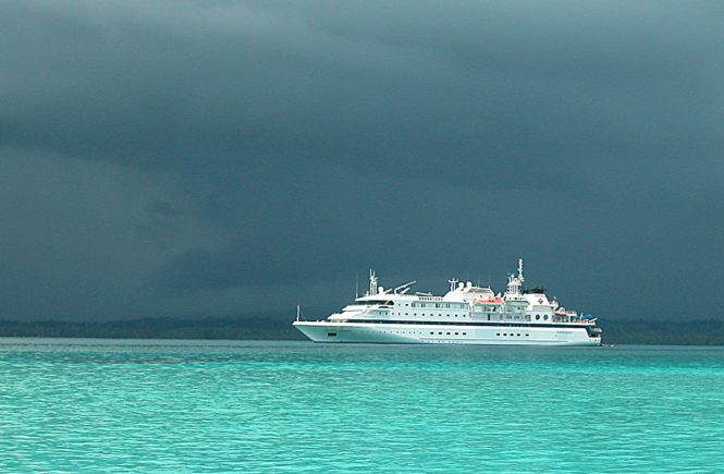 Ship-on-the-Sea-papua_new_guinea_ship_wallpapers_1920x1200