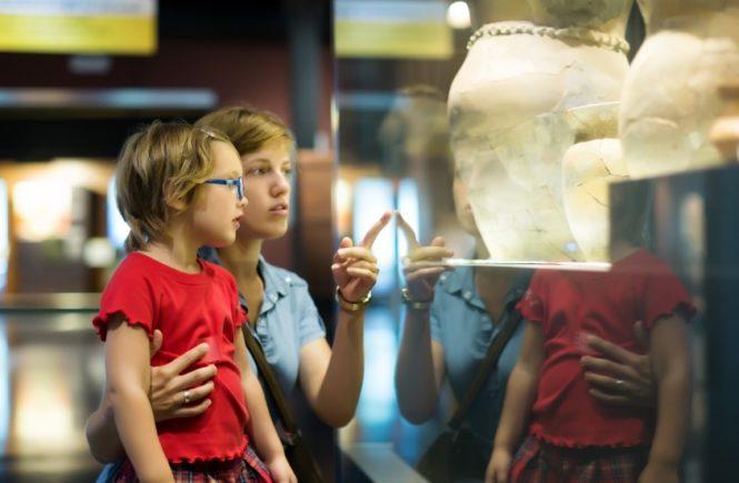 Mengajak anak mengunjungi museum