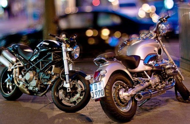 Banyak pengguna motor matik yang mulai beralih menggunakan oli mobil untuk motor kesayangannya tersebut. Namun, apakah hal tersebut aman untuk dilakukan?