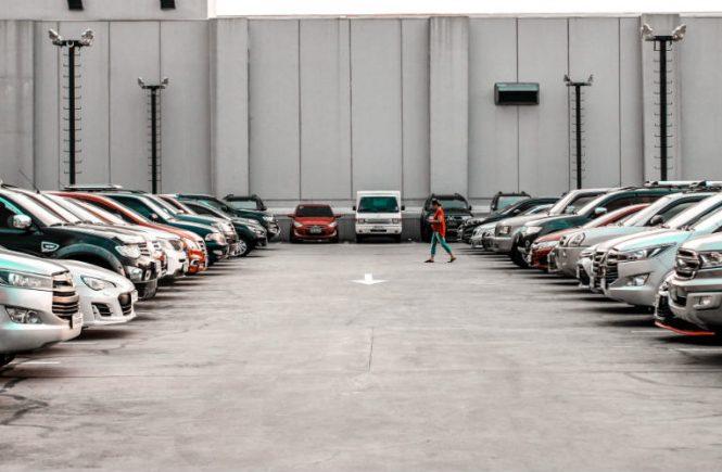 Sebagai pemilik mobil yang memarkirkan mobil di lahan sewa, Anda tentu harus selalu merawat mobil. Begini cara merawat mobil yang diparkir di lahan sewa.