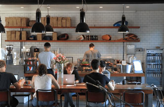 MENGERJAKAN TUGAS DI CAFE